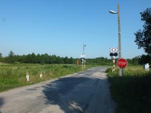 Widok na przejazd kolejowy przed budową przystanku